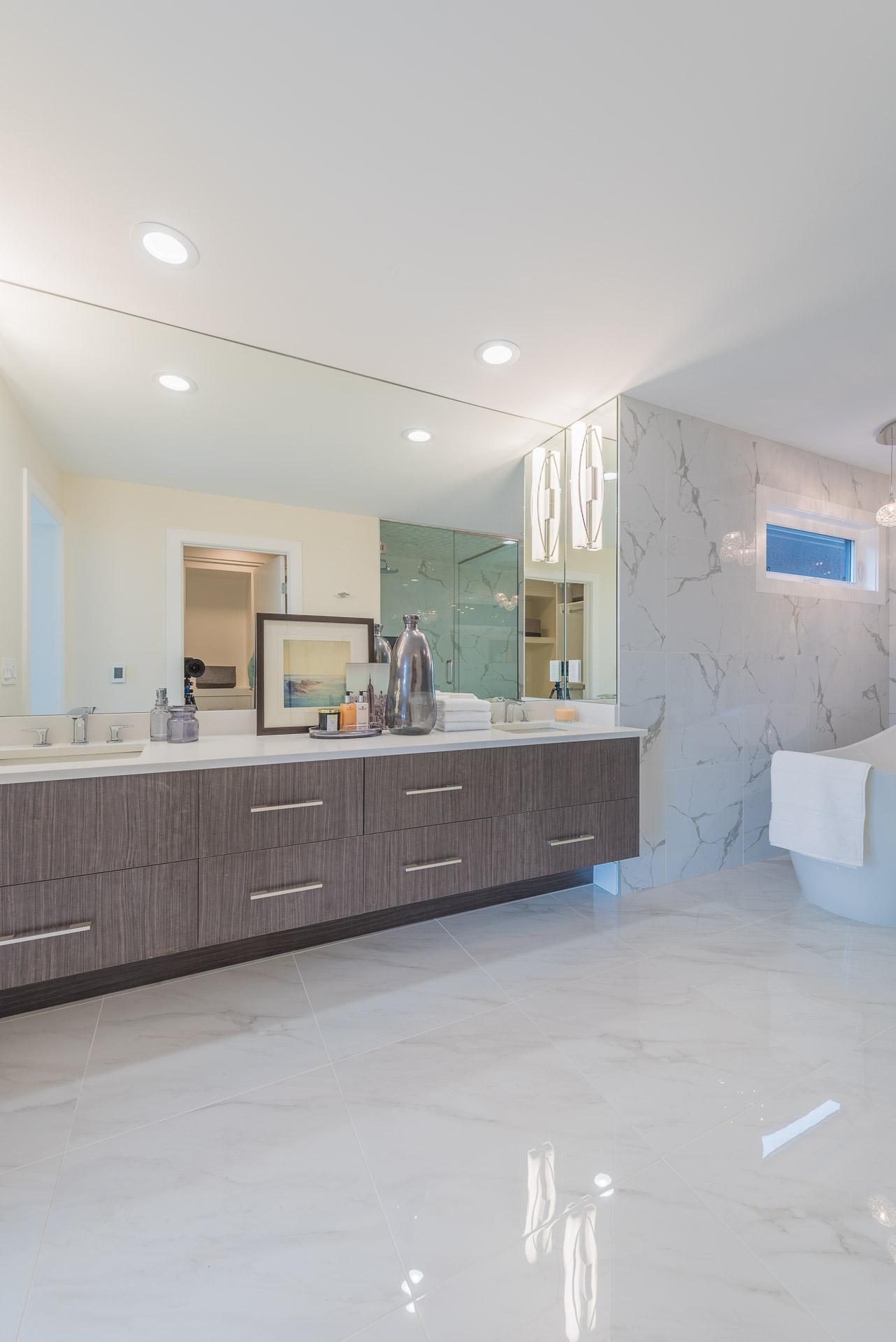 37-Master Bedroom Bathroom